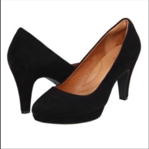 871d99fe299f Clarks Shoes - Cute black pumps